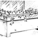 Balkon o pełnej balustradzie wraz z betonowym pojemnikiem na kwiaty
